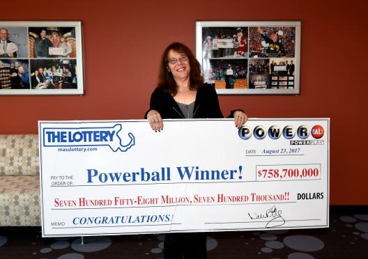 Mavis Wanczyk ganó el Premio Mayor del Powerball