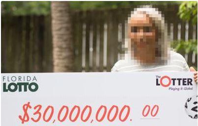 Panameña gana lotería americana